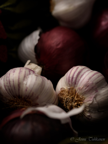 123 Garlic and red onions